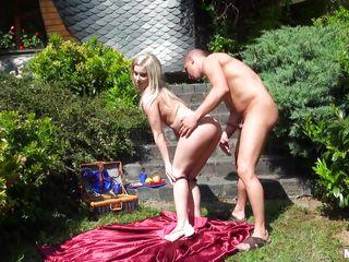 Порно с симпатичной блондинкой